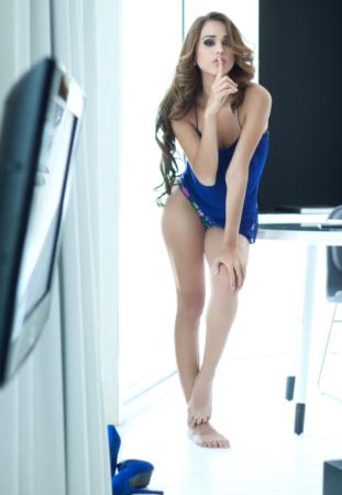 Glowing Yanet García Shows Her Rear In A Fitted Dress..jpg