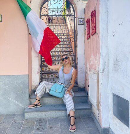 Wanda Nara Surprised From The Italian Coast