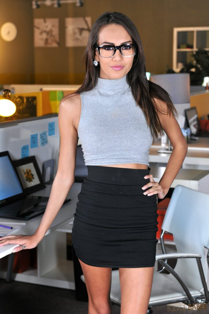 Janice Griffith Office Mischief 641 Babe 14592 682X1024 1