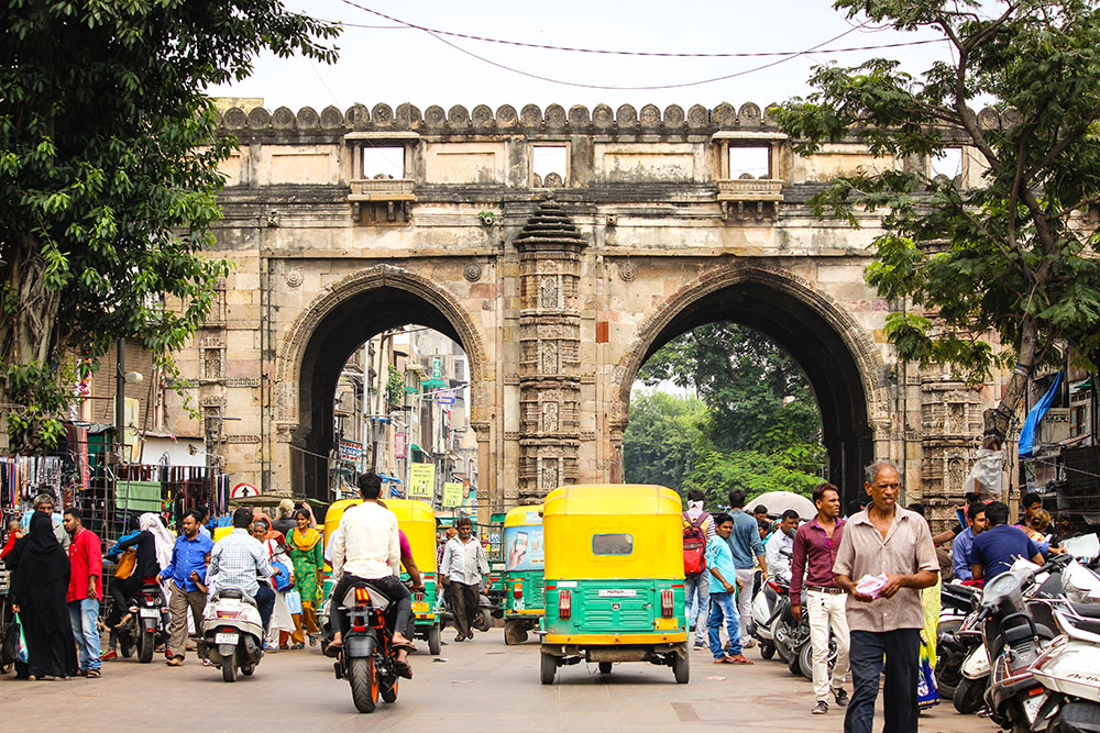 Lal Darwaja Market 1