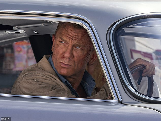 Daniel Craig Left And Ana De Armas In A Scene From No Time To Die 3