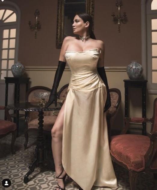 Celia Lora 2